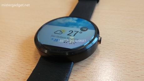 Moto 360 đồng hồ thông minh hỗ trợ sạc không dây