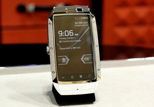 Smartphone nạm 1.007 viên kim cương